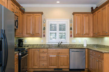Stainless appliances, cherry cabinets, & granite counters are features.