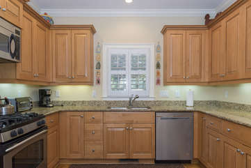 Granite countertops and stainless steel appliances make this the perfect chef's retreat!