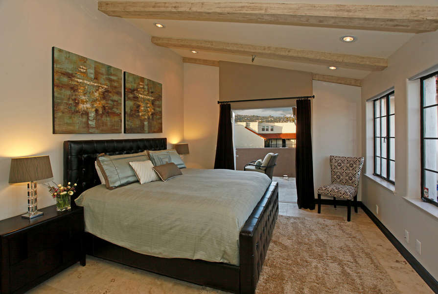 Master Suite w/king-size bed & terrace access