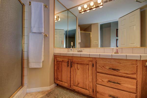 Guest Bathroom 1.