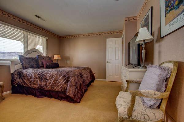 Guest Bedroom 3. Queen Bed.