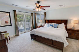 Upstairs King - Ocean Front With Private Deck