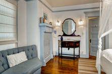Master Suite with en-suite bath & balcony