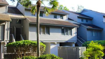 1209 Creekwatch is a bright 2 bedroom villa with fabulous marsh views.