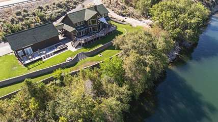 Bird's eye view of the Columbia River House and Cottage