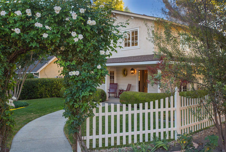 Beautiful, quaint and right in the heart of Los Olivos!
