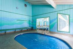 Indoor pool , indoor hot tub and suana