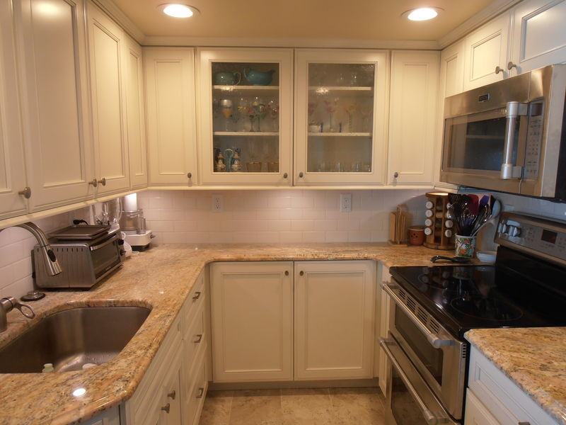 Kitchen, stainless appliances, fully stocked.