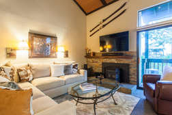 Livng room/Flat Screen TV/Fireplace
