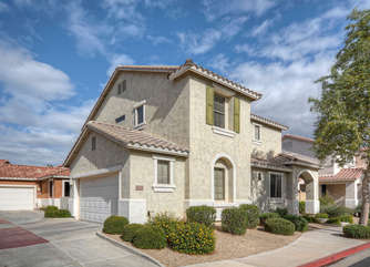 Welcome to charming home in pretty Gilbert neighborhood