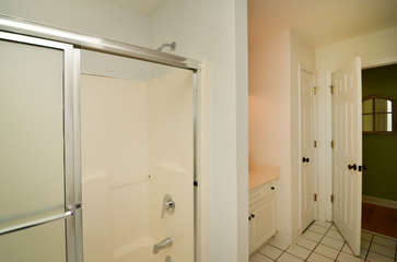 1st floor shared hall bath