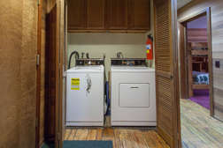 entry way with washer and dryer