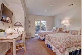 Split King Bed in the Third Bedroom