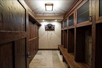 Spacious ski locker