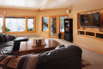 Family Room, downstairs -Star View Lodge