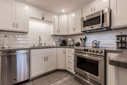 Fully Equipped Kitchen/Fully Updated/Stainless Steel Appliances/Quartz Countertops