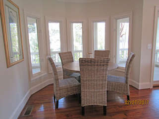 Dining nook for five is great for enjoying meals or board games with your family and friends.