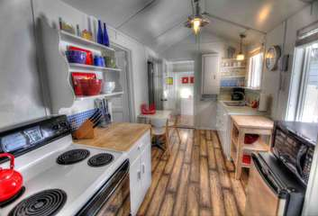 Cozy, well equipped kitchen.