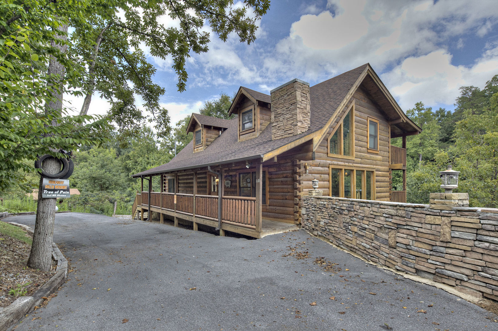 Eagle property management wild hog inn in sevierville for Gatlinburg cabins with fishing access