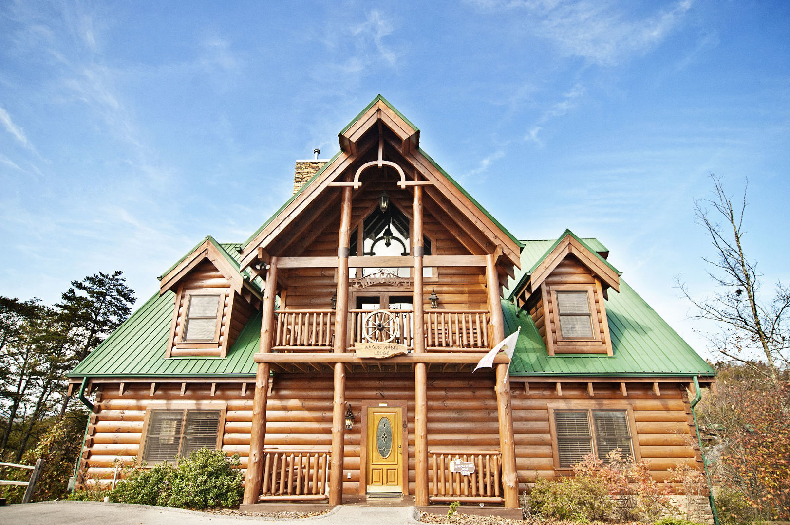 cabins and tn chalets fireside cabin pigeon chalet conveneinet rentals forge to tennessee for sale parkway the heavensentpigeonforgecabin