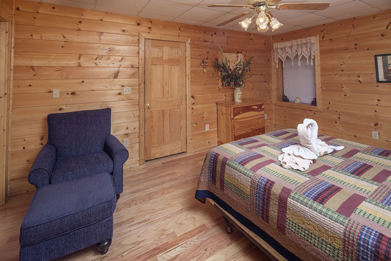 Pigeon Forge Cabins Mountain Hideaway 2 Bedroom
