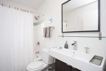 Spacious Bathroom with tub/shower combo and designer fixtures