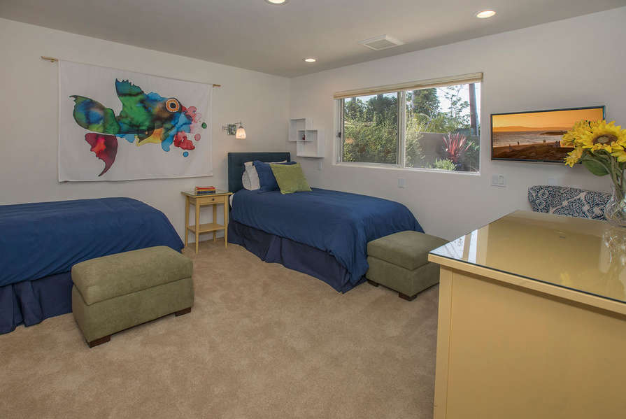 Bedroom #4 is for the kids w/ 2 twin-size beds and TV