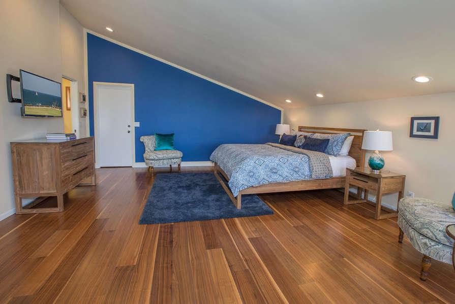 Master Bedroom w/ TV