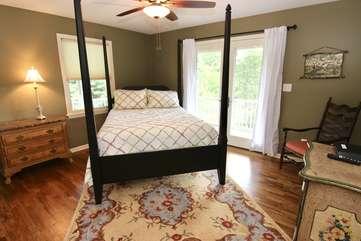 Bedroom on main level w/queen bed & TV