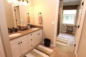 Full bathroom off hallway-upper level