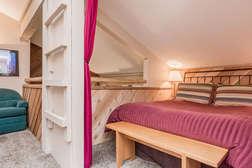 Bedroom #2/Loft Queen bed