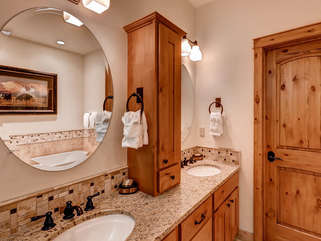 Jack and Jill sinks. Full Bath with Granite Counter tops, linens provided