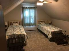 Upstairs Lakeside Bedroom - Twin XL Beds