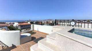 Roof top Jacuzzi and firepit with Spectacular views and sunsets
